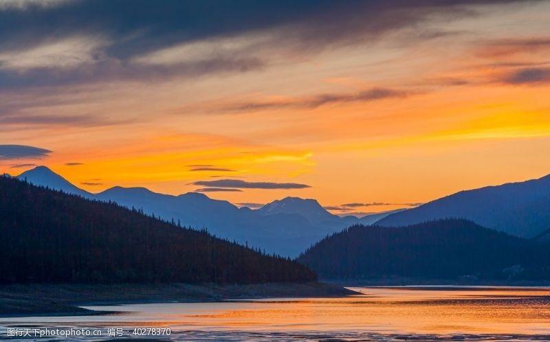 山脉摄影夕阳天空图片