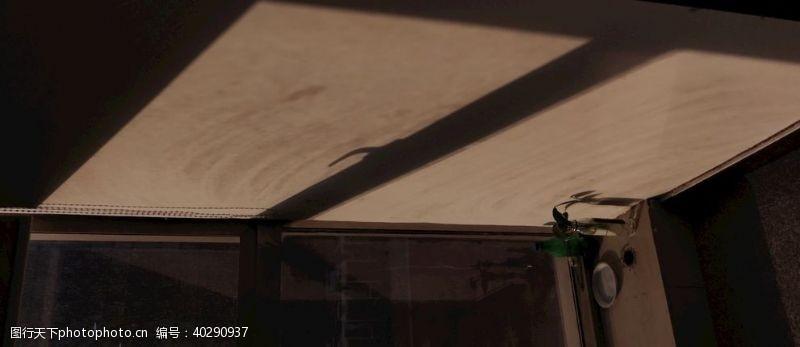 光影窗外照进的阳光图片