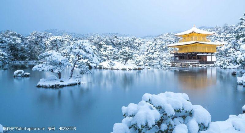 冬天湖边楼阁白雪风景图片