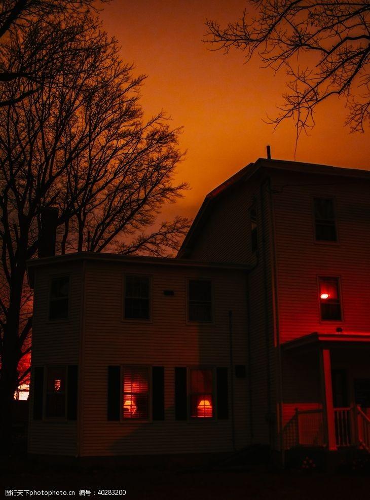 国外房屋建筑夜晚灯光风景图片