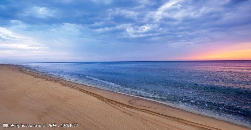 拍摄海滩晚霞俯拍图片