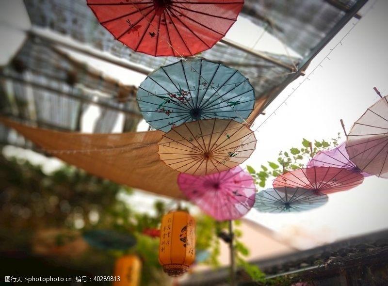 房屋花纸伞图片