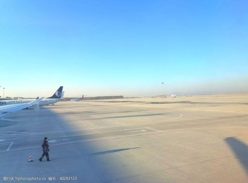 建筑景观空旷的飞机场图片