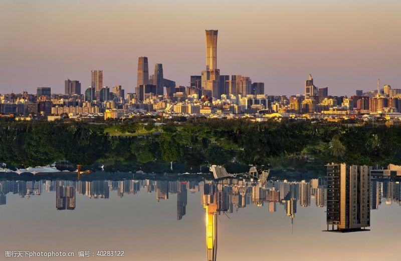 建筑景观日暮下的海滨城市图片