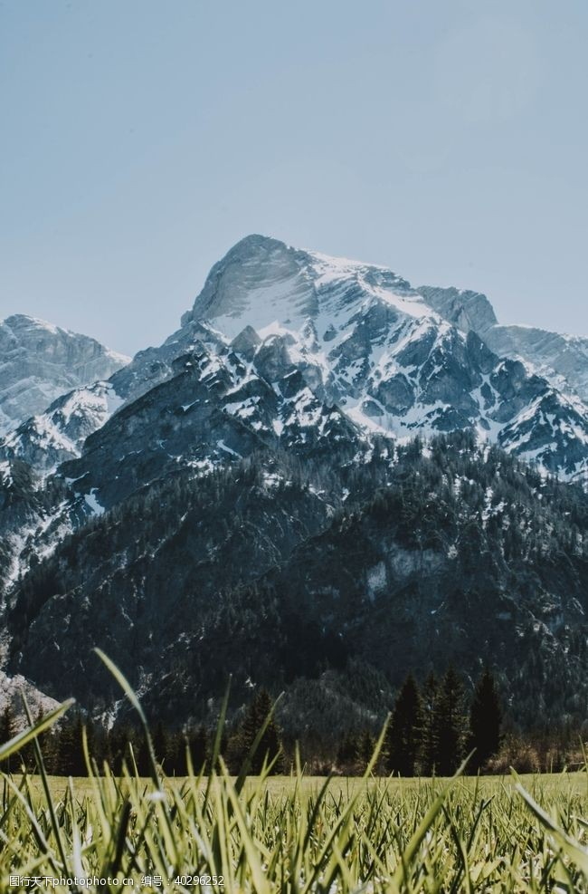 湖水山脉图片