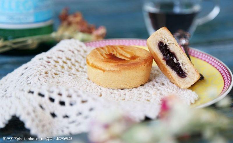 草莓月饼图片