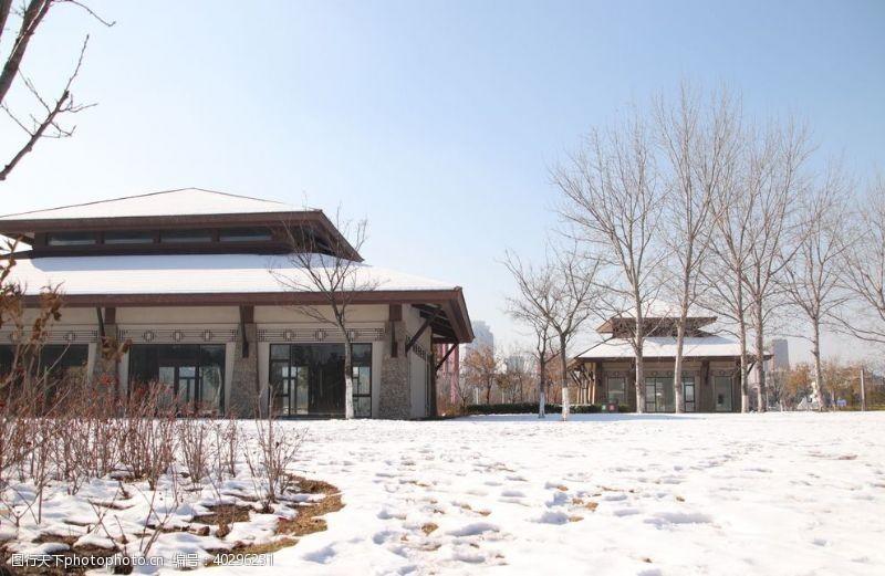 木屋雪景风光图片